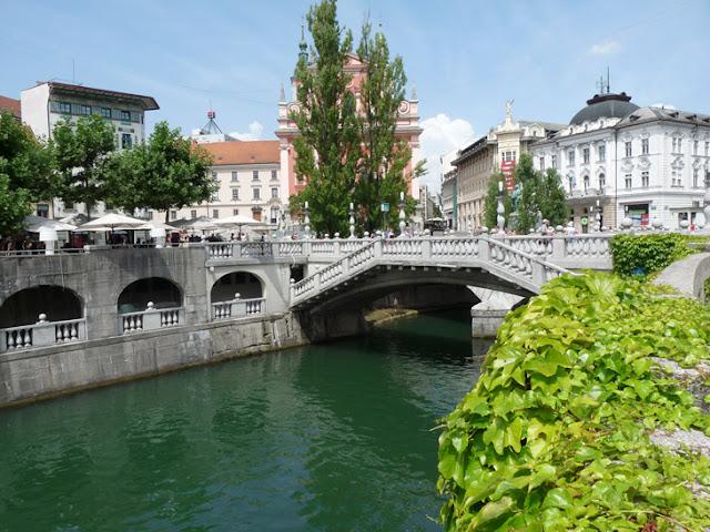 Foto del Puente tripe Liubliana. Ruta en autocaravana por Eslovenia | caravaneros.com