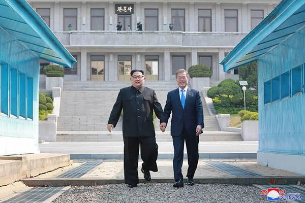 kim jong un crosses demarcation line