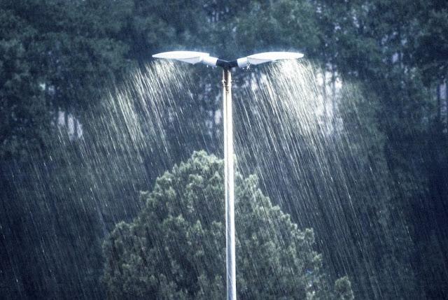 Sisa Hujan Semalam dan Sehimpun Puisi Lainnya [Puisi]