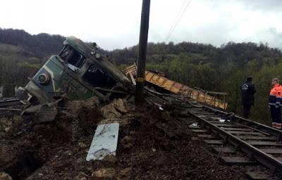 vonatbaleset, Petrozsény, Erdély, kisiklott vonat, mozdony, vonatkocsi, Bănița-Merișor, ISU Hunedoara