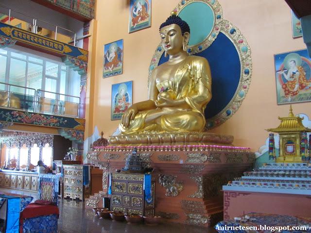 Дацан Ринпоче Багша в Улан-Удэ - самая большая в России статуя Будды Шакьямуни