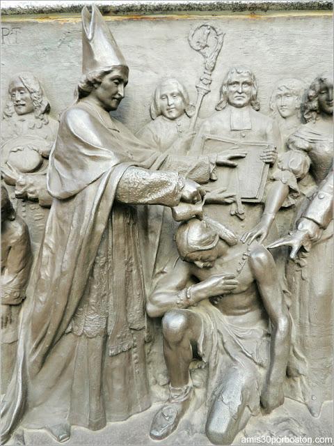 Relieves del Monumento a Francisco de Laval en la Ciudad de Quebec
