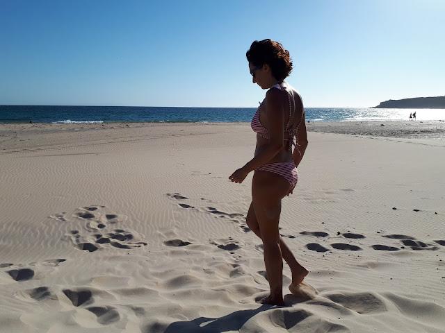 La Donna en la playa de Valdevaqueros