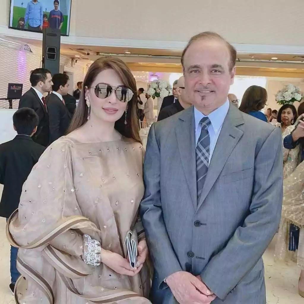 Beautiful Clicks of Reema Khan With Her Husband Tariq Shahab At Friends Wedding