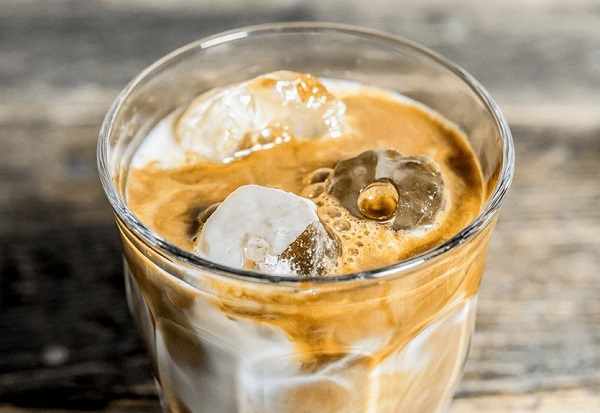 How to make an iced latte cafe