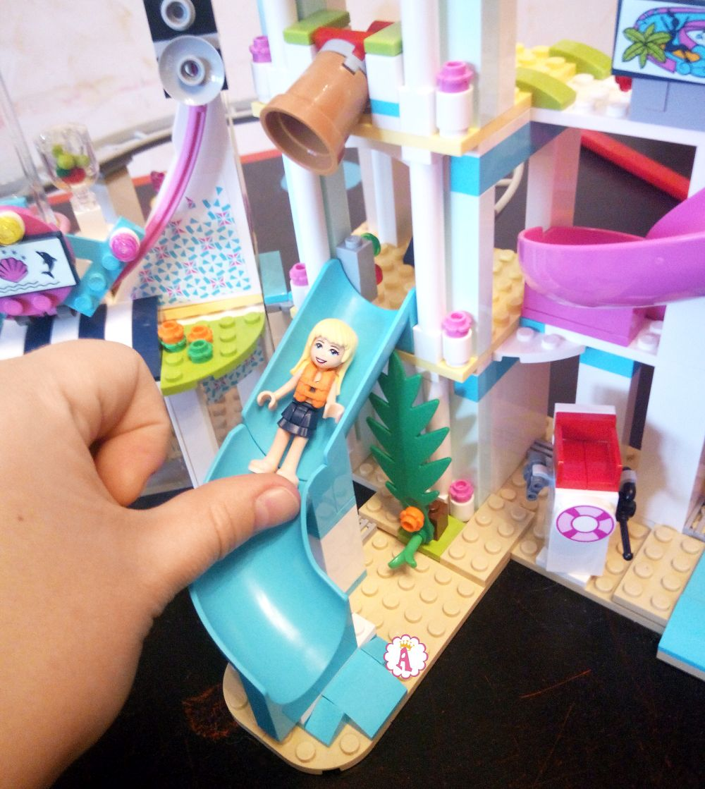 Горки в аквапарке LEGO Friends Heartlake City Resort
