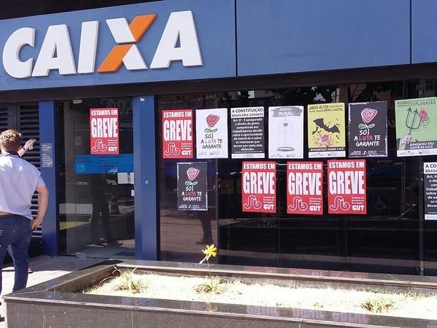 Bancários da Caixa ameaçam entrar em greve na próxima semana