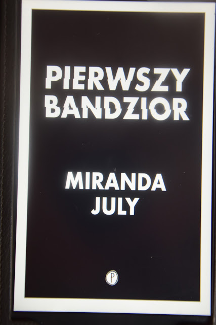 """Recenzje #54 - """"Pierwszy bandzior"""" - okładka książki pt. """"Pierwszy bandzior"""" Mirandy July - Francuski przy kawie"""