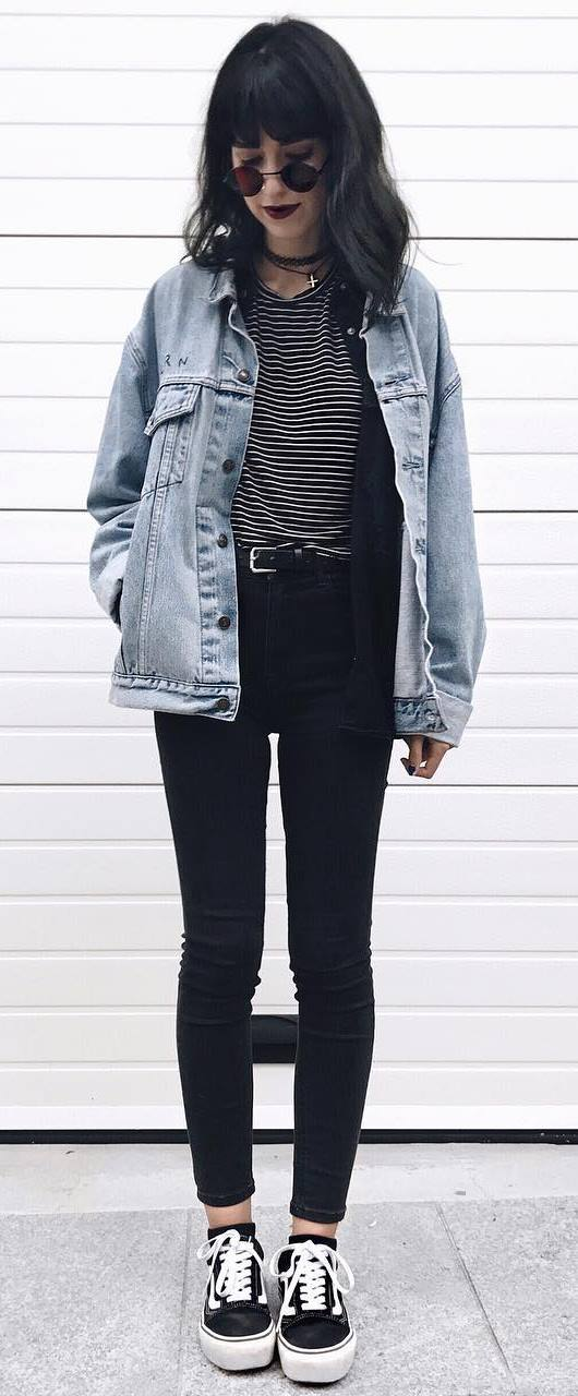 what to wear with a denim jacket : stripped top + black skinnies + sneakers