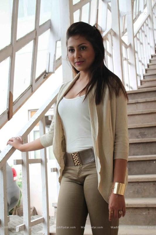 Hot Actress Wallpaper Madhu Shalini Hot And Sexy Photos -8843