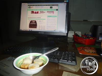 Ngeblogg sambil makan pempek Palembang.