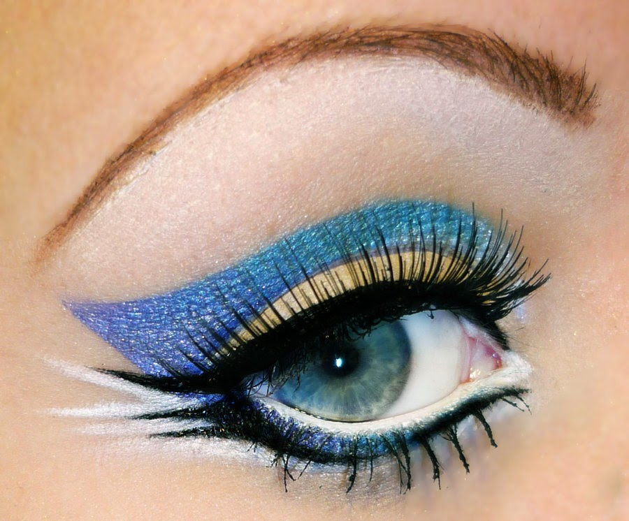 24-Ocean-Waves-Killerpeach94-Body-Painting-The-Eye-Treatment-www-designstack-co