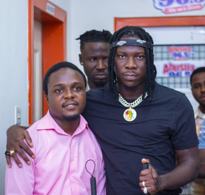 Stonebwoy donates white canes to blind community in Kumasi