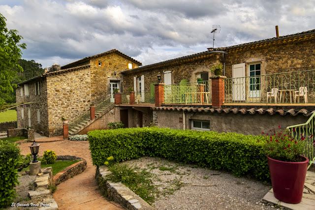 Hotel Le Pradinas, edificios, Mialet - Francia, por El Guisante Verde Project