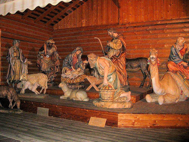 The largest wood-carved Nativity scene can be found in Santa Cristina in the Dolomites. Photo: Kari Moers of Pencarrow. Unauthorized use is prohibited.