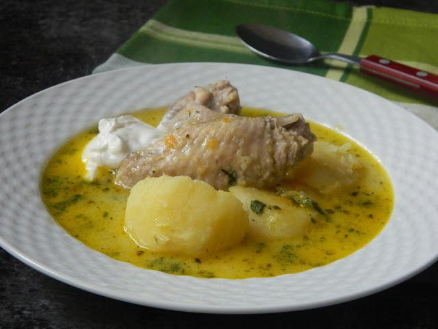 Ciorba de aripi de pui cu cartofi si iaurt