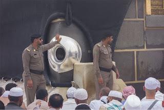 Menolak Lupa! Syiah Pernah Mencuri Hajar Aswad dan Memindahkannnya ke Bahrain