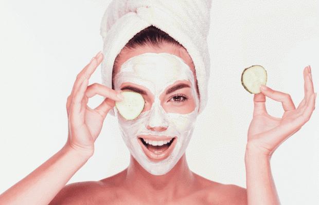 1- Kuru Ciltler İçin Ballı Avokado Maskesi