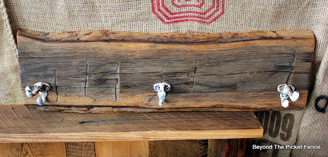 rustic, coat hook, reclaimed wood, barnwood, rust, http://bec4-beyondthepicketfence.blogspot.com/2016/03/rustic-style-coat-hooks.html