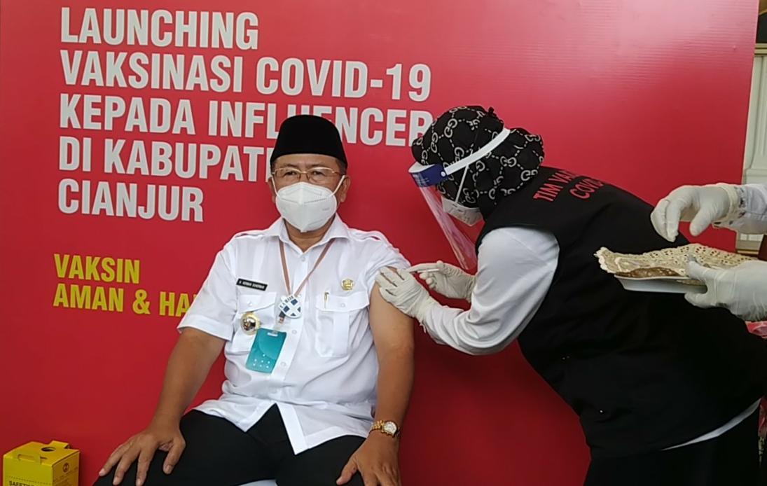Pemkab Cianjur Mulai Lakukan Vaksinasi Covid -19 Pertama Di Pondopo