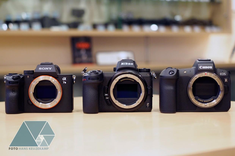 Сравнение размеров Sony A7 III, Nikon Z7 и Canon EOS R
