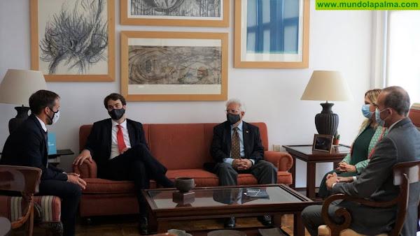 Mariano H. Zapata traslada a representantes diplomáticos de Alemania que La Palma es un destino seguro