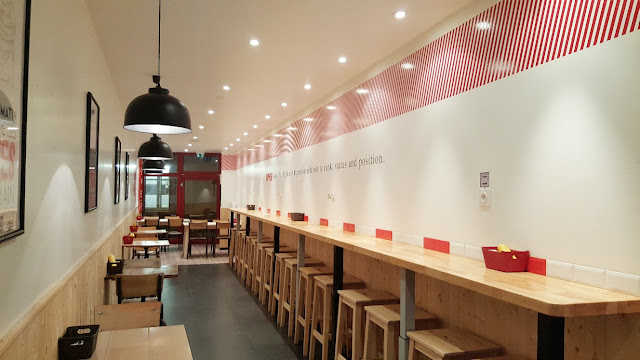 interieur-fastfood-upper-burger-woodybeauty