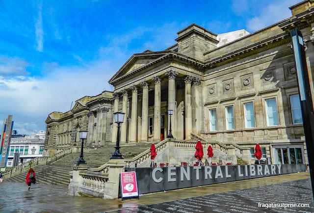 fachada neoclássica da Biblioteca Central de Liverpool