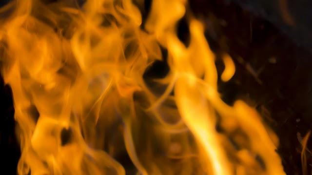 Nyolcvankét embert kellett kimenekíteni egy lakástűz miatt Szombathelyen – A lángok a hatodikon csaptak fel