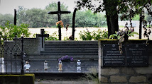 Grób 19 zabitych w zbydniowskim dworze 1943 r fot. pl.wikipedia.org/