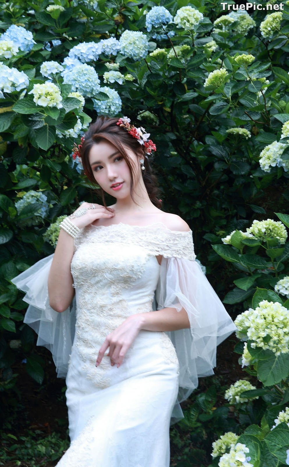 Image Taiwanese Model - 張倫甄 - Beautiful Bride and Hydrangea Flowers - TruePic.net - Picture-8