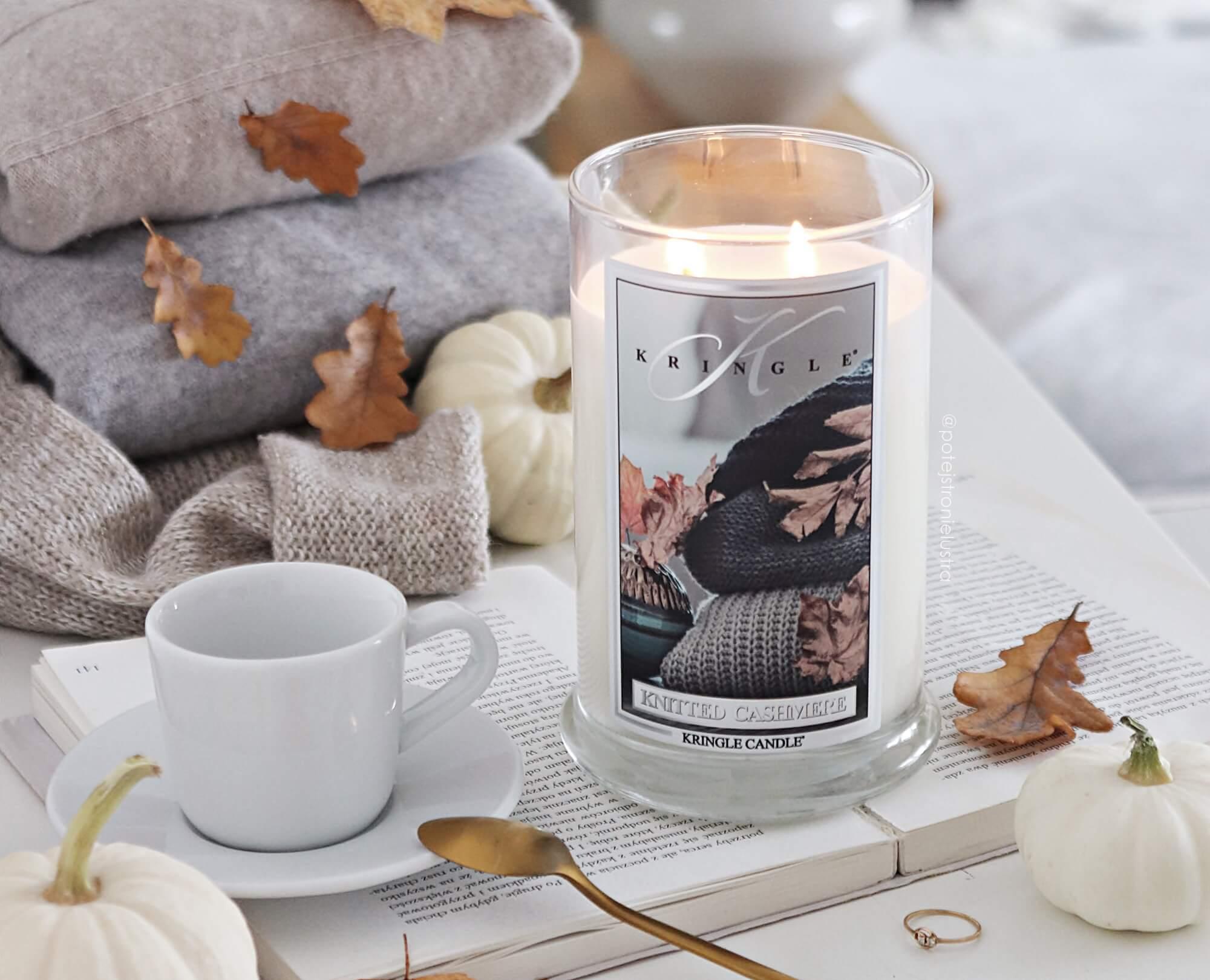 Kringle Candle Knitted Cashmere - ciepło kaszmirowego swetra i chłód jesieni w jednym