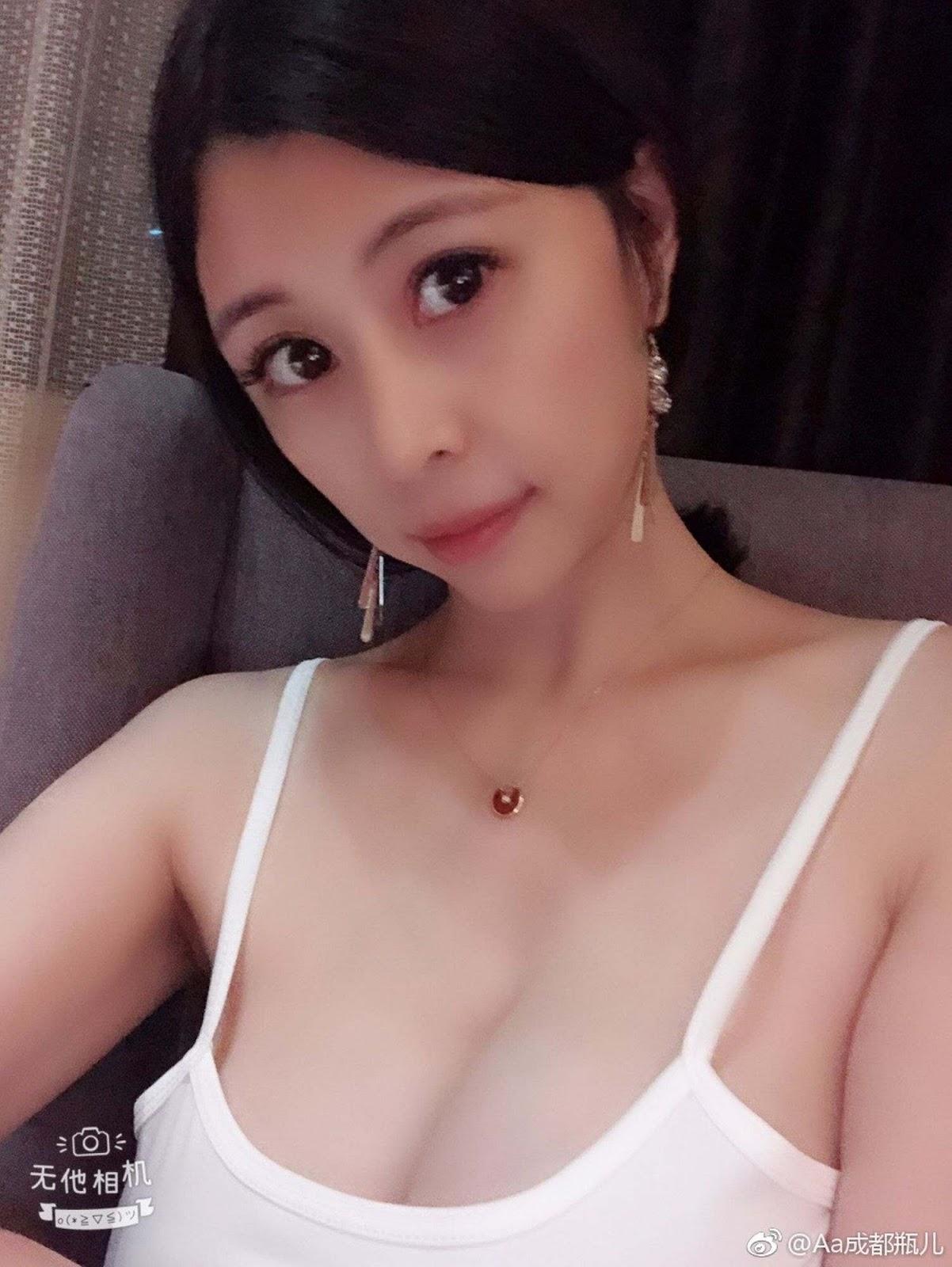 aHR0cHM6Ly93d3cubXlteXBpYy5uZXQvZGF0YS9hdHRhY2htZW50L2ZvcnVtLzIwMTkwOC8yMC8wODM0MDZjcndlNWUyazllY3lmcmZ5LmpwZy50aHVtYi5qcGc%253D - 成都瓶儿 - Chengdu Pinger big tits selfie nude 2020