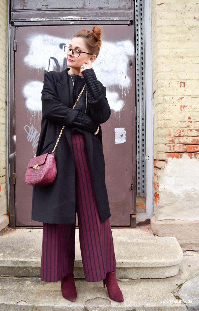 Outfit in Bordeaux und Schwarz, spitze, hohe Stiefeletten