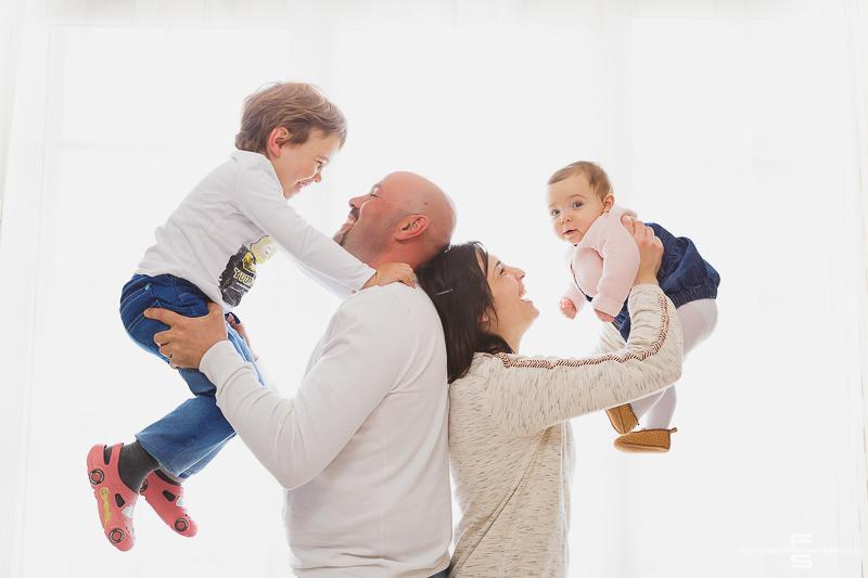 seance photo photographe photographie famille enfants enfant garcon fille bébé parents papa maman fils frere soeur