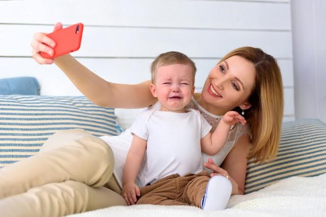 Sharenting: Exposição dos filhos nas redes sociais é problema moderno com sérias consequências
