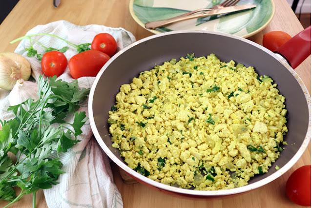 Ovo mexido vegano, tofu mexido vegetal por Pensando ao contrário
