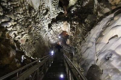 Cosa vedere nella provincia di Perugia ? La Grotta e il parco di Monte Cucco.