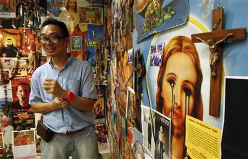 ccp philippines exhibit symbols artist phallic christ kulo sacrilege filipinos exhibition mideo cruz cultural irreligious center cry speaks manila installation