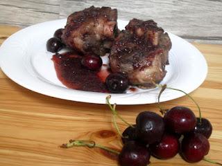 Codillo con salsa de cerezas