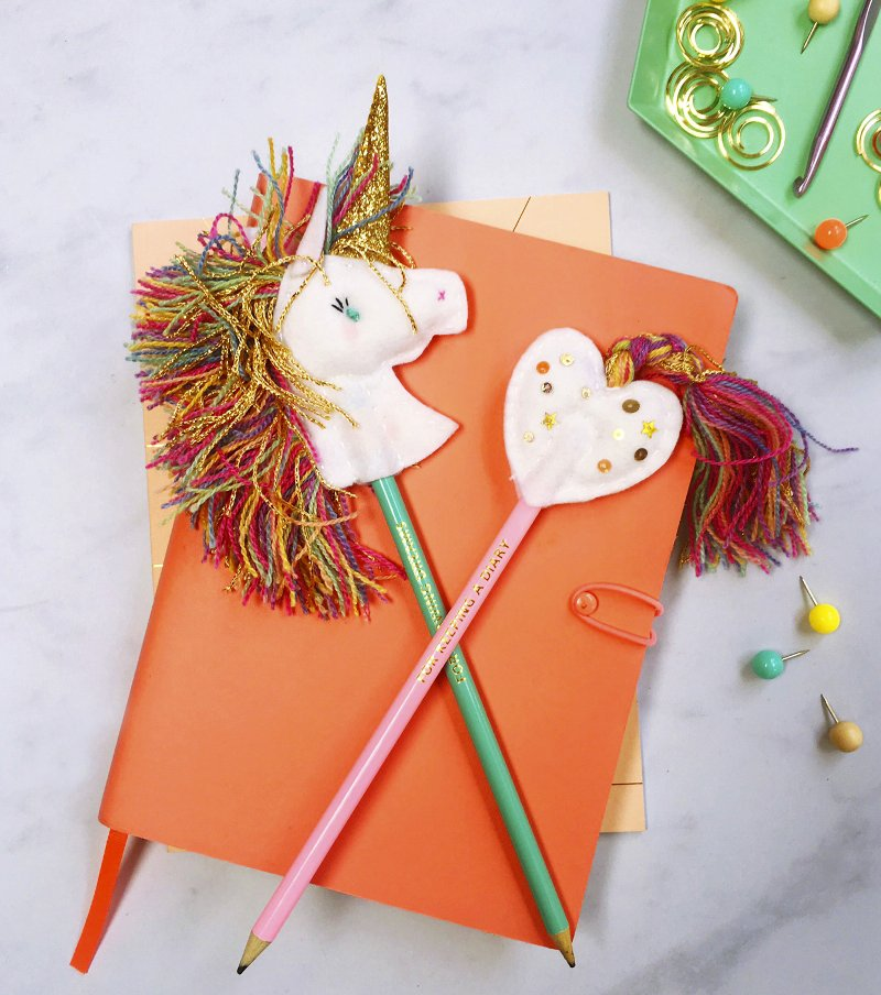 DIY Unicorn Felt Topper - this adorable craft is perfect for kids! Decorate your birthday party cupcakes or school pencils with these fun unicorns! via BirdsParty.com @birdsparty
