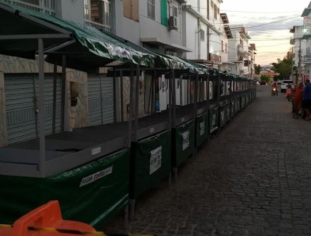 Prefeitura  entrega barracas na feira livre para comercialização de produtos da agricultura familiar em Livramento de Nossa Senhora