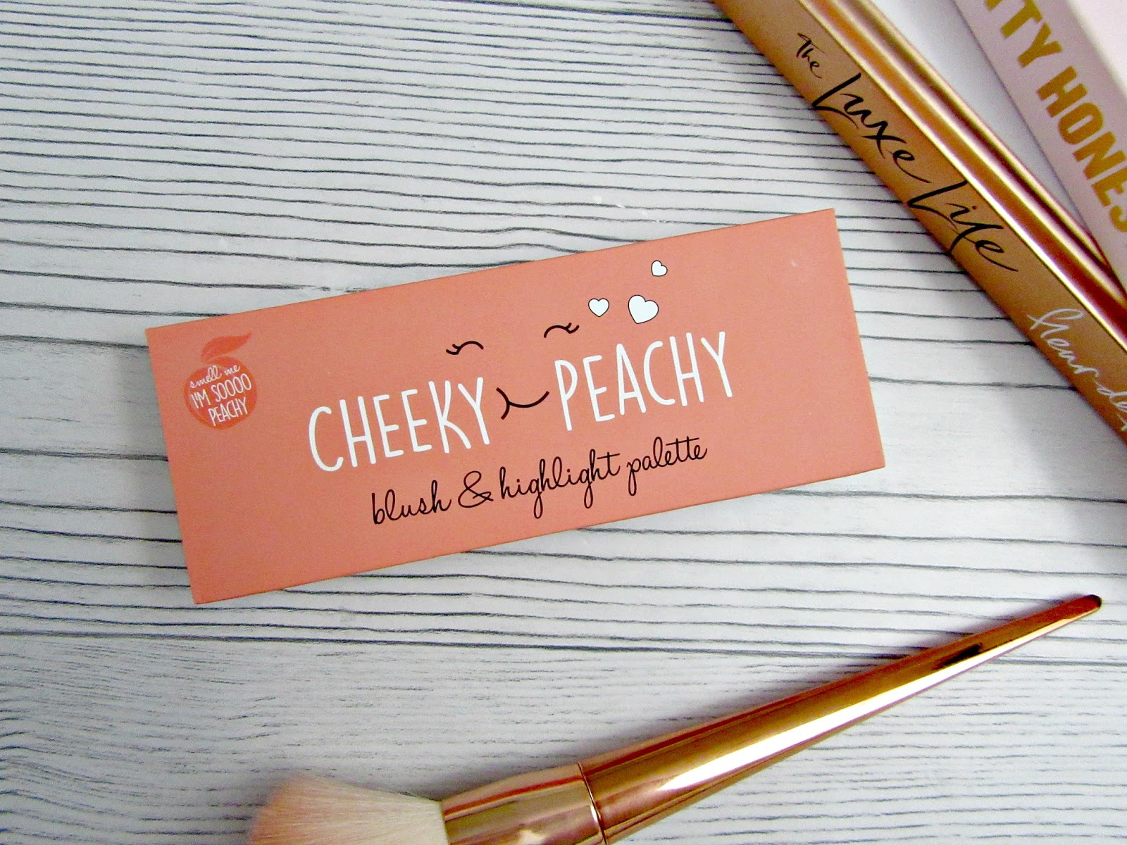 Cheeky peachy blush and highlight palette