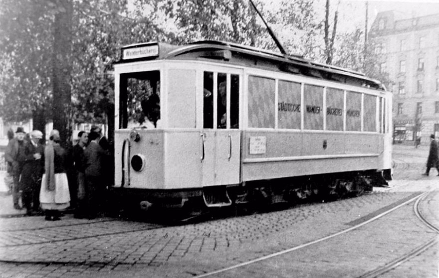 Before Amazon, We Had Bookmobiles 15+ Rare Photos Of Libraries-On-Wheels - A Circulating Library In A Streetcar In Munich, Germany