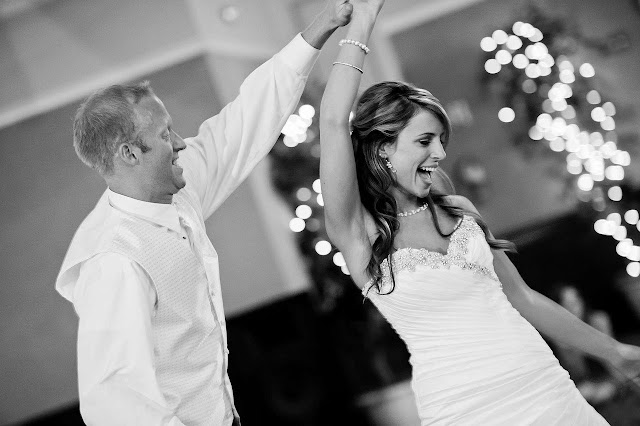 first-dance-wedding-party-couple