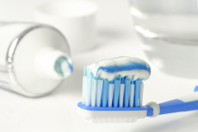 "alt=""tooth brush"""