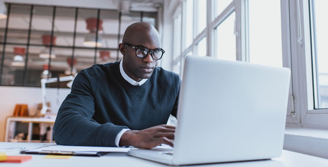 Como ganhar dinheiro em casa com produtos digitais