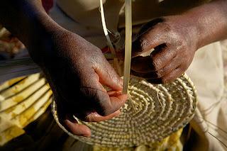 Hand basket weaving photo by Visite Botswana