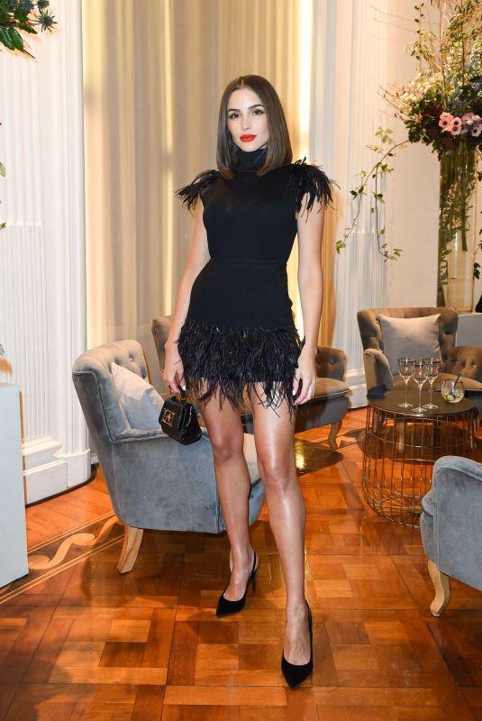Olivia Culpo Clicks at Aalberta Ferretti Show After-party at Milan Fashion Week 19 Feb-2020