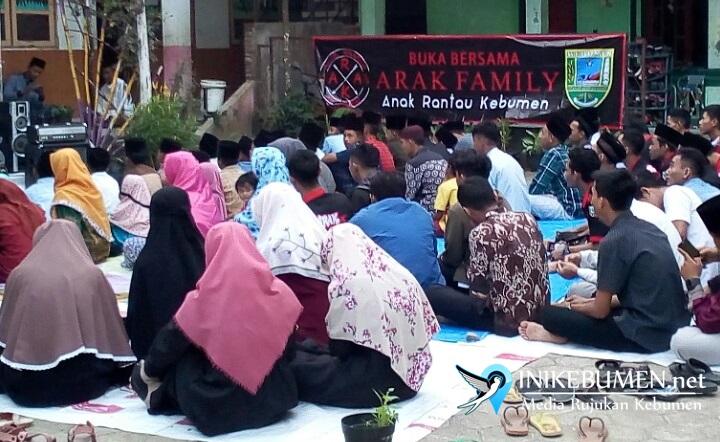 Komunitas ARAK Gelar Bukber dan Bagi Satunan di PAYDT Al Hikmah Adimulyo